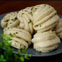 Steamed Chinese scallion bun is also named as Hua Juan, literally mean flower shape rolls. It is a transformation of Chinese steamed buns (mantou).