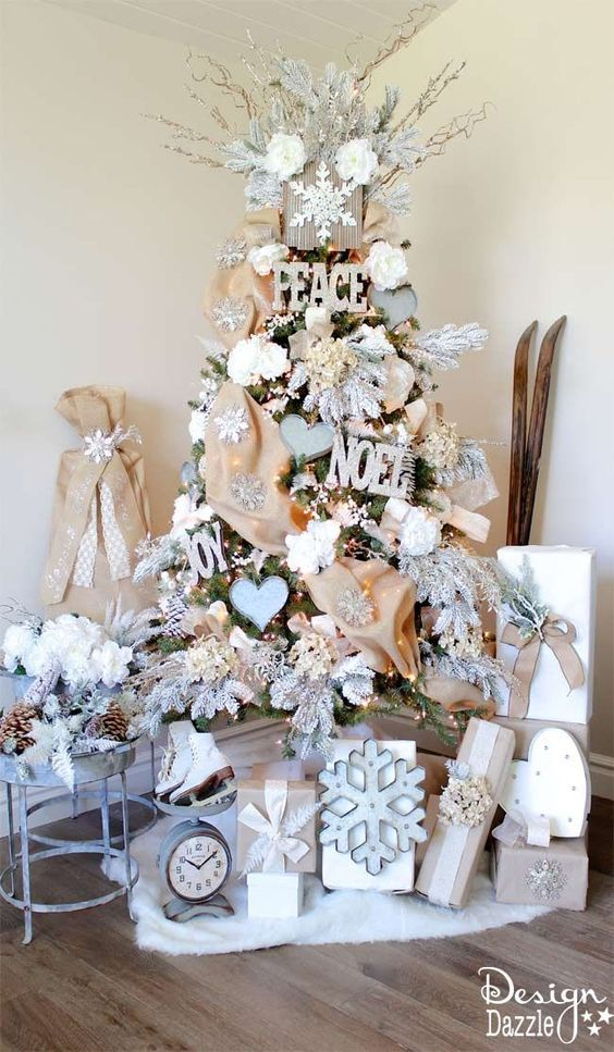 Rose and gold Christmas tree; Christmas tree decorating ideas; Christmas decorations; DIY Christmas crafts; Christmas decor.