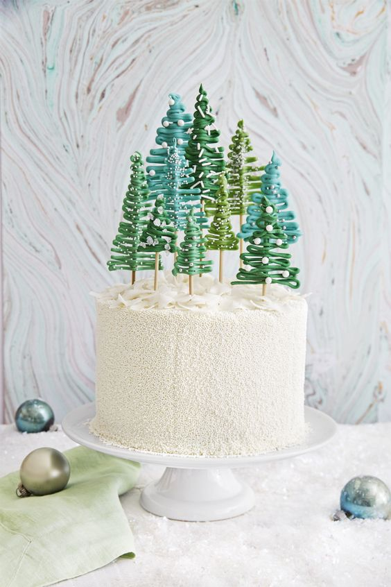From traditional Christmas cake decorations to quick and quirky fondant figures, get inspired with our easy Christmas cake ideas, recipes and designs...