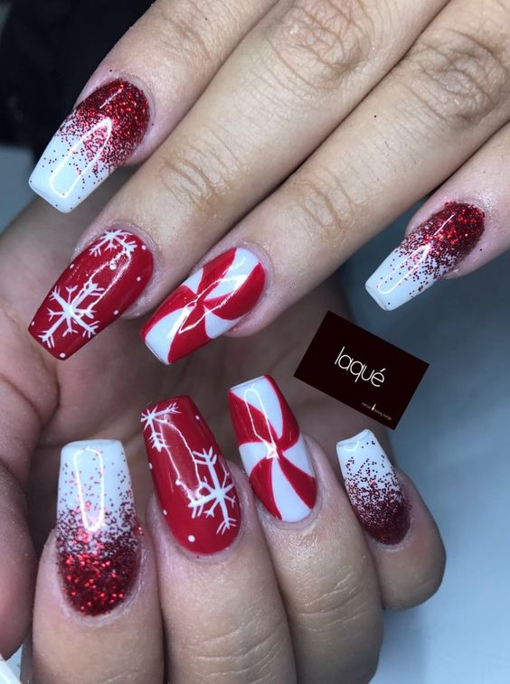 Winter nails with snowflake; red and white Christmas nails; cute and unique Christmas nails; holiday nails; Xmas nail designs; holidays manicure.